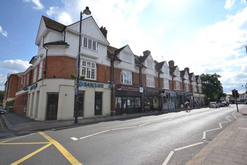 3 Bedrooms Flat for sale in Weybridge