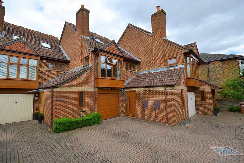 4 Bedrooms Terraced House for sale in Shepperton
