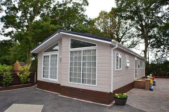 2 Bedrooms Property for sale in Forrest View, Church Brook, Tadley
