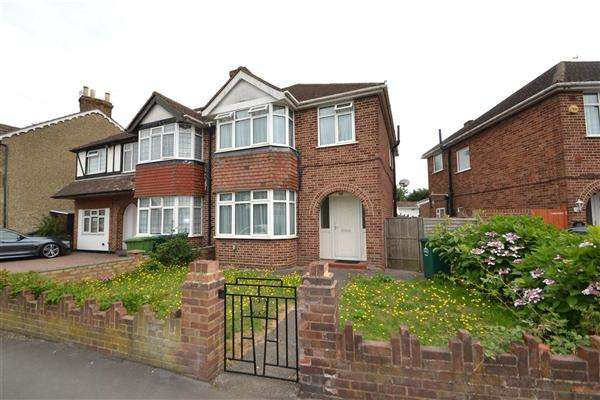 3 Bedrooms Semi Detached House for sale in Oaks Road, Stanwell Village
