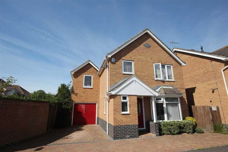 4 Bedrooms Detached House for sale in Dawlish Road, Clacton-On-Sea
