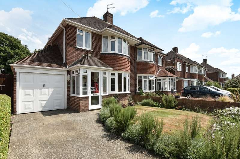 3 Bedrooms Semi Detached House for sale in Willowbed Drive, Chichester, PO19
