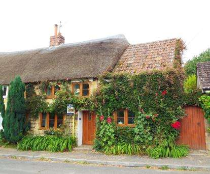 3 Bedrooms House for sale in Hinton St. George, Somerset