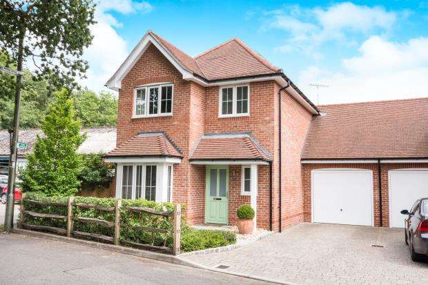 3 Bedrooms Link Detached House for sale in Haslemere, Surrey, United Kingdom