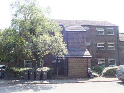 2 Bedrooms Flat for sale in Barn Croft, Leyland, Lancashire, .