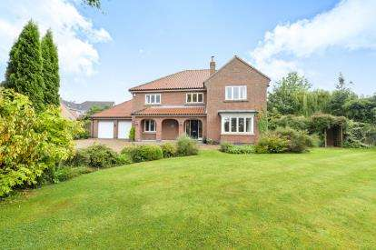 5 Bedrooms Detached House for sale in Yarm Road, Hilton, Yarm