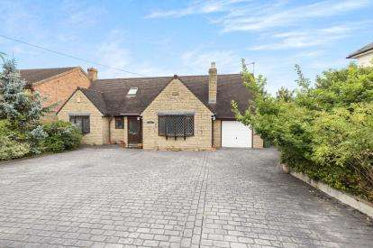 4 Bedrooms Bungalow for sale in The Reddings, Cheltenham, Gloucestershire, Cheltenham