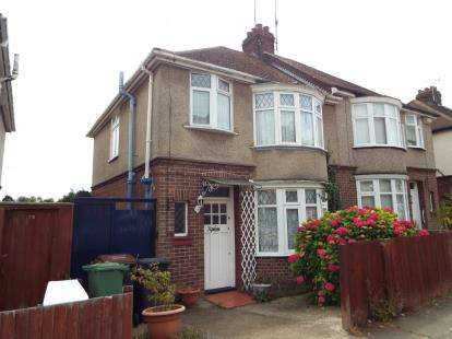 3 Bedrooms Semi Detached House for sale in Milton Road, Luton, Bedfordshire, England
