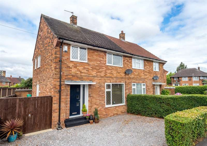 3 Bedrooms Semi Detached House for sale in Old Farm Approach, Leeds, West Yorkshire, LS16
