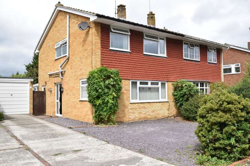 3 Bedrooms Semi Detached House for sale in Newlyn Drive, STAPLEHURST