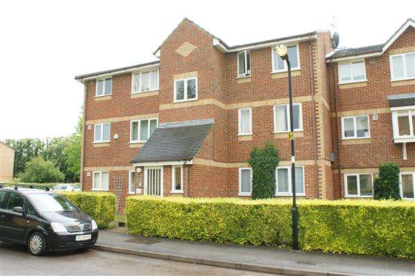 1 Bedroom Apartment Flat for sale in Walpole Road, Burnham Gate, Cippenham