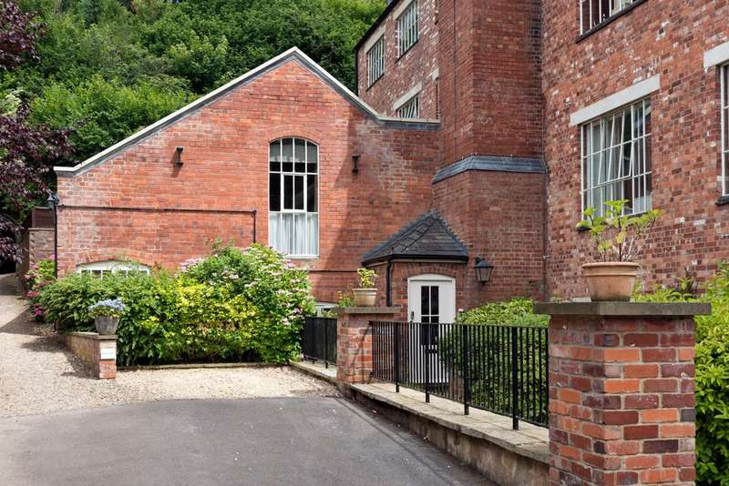 2 Bedrooms Flat for sale in Inchbrook