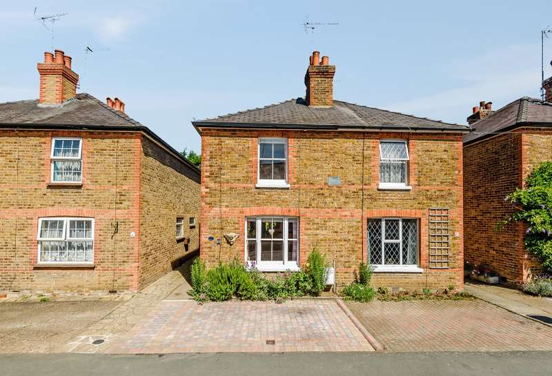 2 Bedrooms Semi Detached House for sale in Cobham