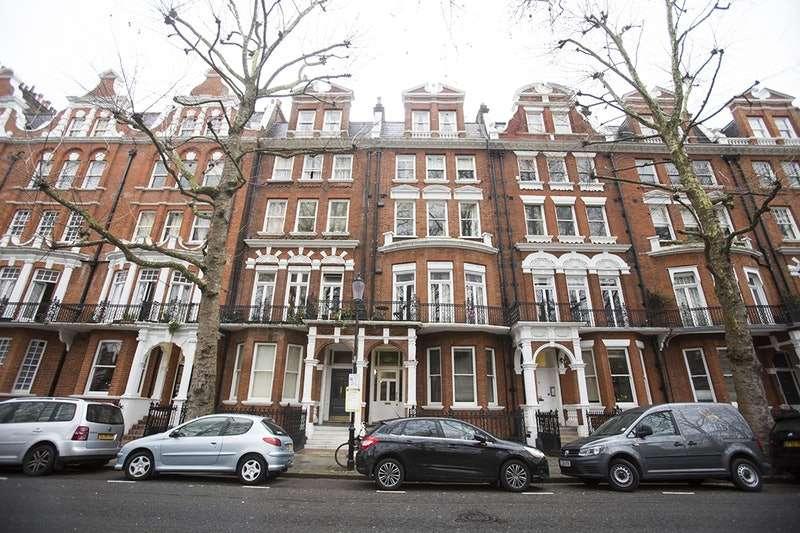 1 Bedroom Flat for sale in Bramham Gardens, Earls Court, London, SW5