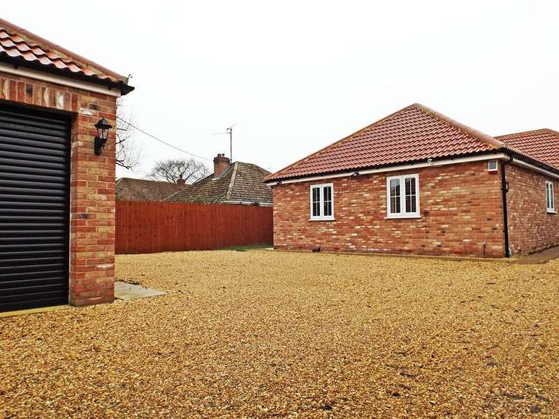 3 Bedrooms Bungalow for sale in Hall Lane, King's Lynn, Norfolk, PE33