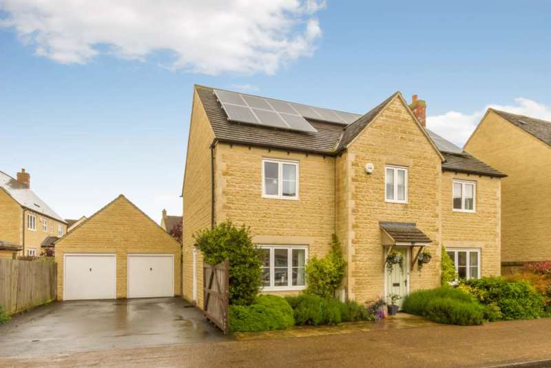 4 Bedrooms Detached House for sale in Elmhurst Way, Shilton Park