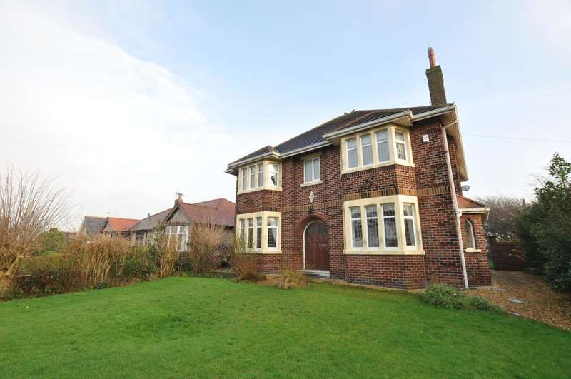 4 Bedrooms Detached House for sale in Normoss Road, Normoss, Blackpool, Lancashire, FY3 8QN