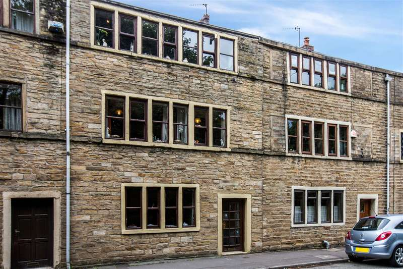 3 Bedrooms Cottage House for sale in Broad Lane, Rochdale, OL16 4PL