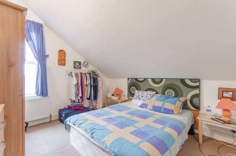 1 Bedroom Flat for sale in Markhouse Road, Walthamstow, E17
