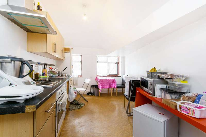 2 Bedrooms Flat for sale in Becmead Avenue, Streatham, SW16