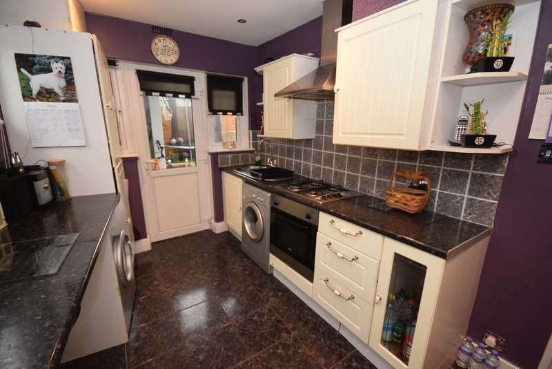 2 Bedrooms Flat for sale in Napier Road, Northfleet, Kent, DA11
