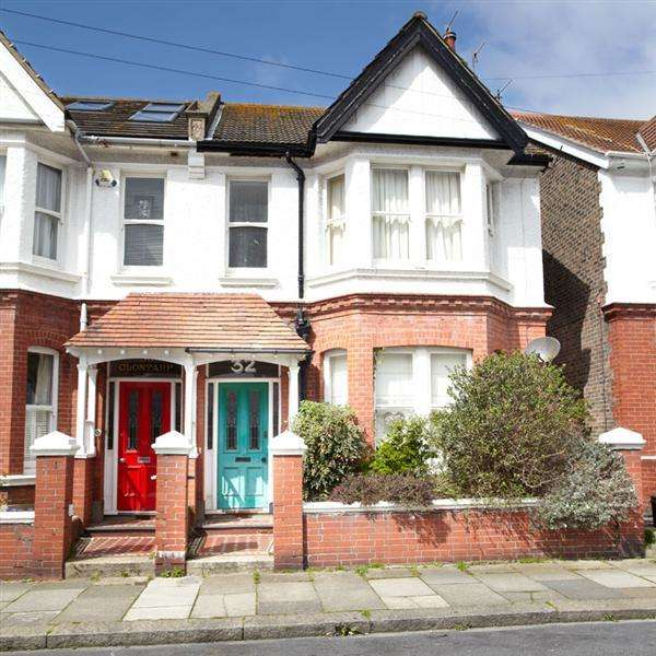 2 Bedrooms Flat for sale in Titian Road, Hove