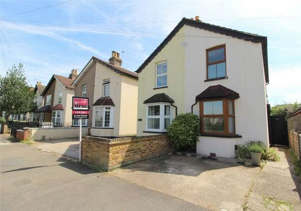 3 Bedrooms Semi Detached House for sale in Woodthorpe Road, Ashford, Middlesex