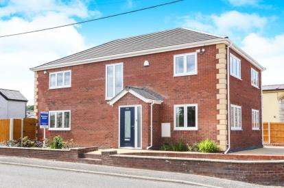 4 Bedrooms Detached House for sale in Cae Blodau, The Green, Denbigh, Denbighshire, LL16
