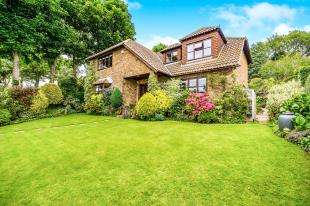 5 Bedrooms Detached House for sale in Crescent Drive North, Woodingdean, Brighton, East Sussex
