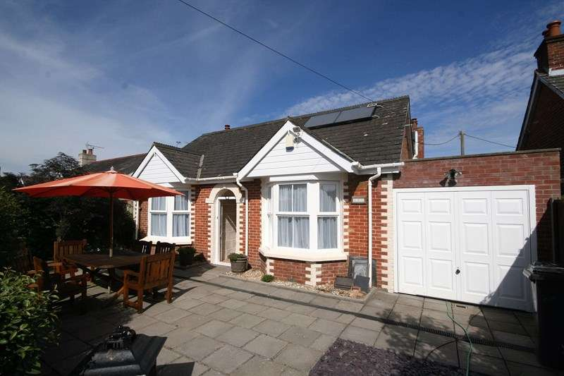 4 Bedrooms Chalet House for sale in Middle Road, Lytchett Matravers, Poole