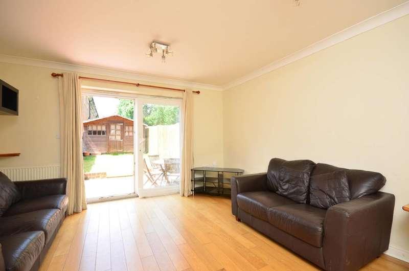 2 Bedrooms Terraced House for sale in Elphinstone Close, Brookwood, Brookwood, GU24