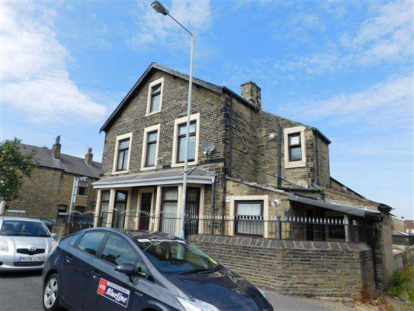 3 Bedrooms End Of Terrace House for sale in Central Avenue, Bradford