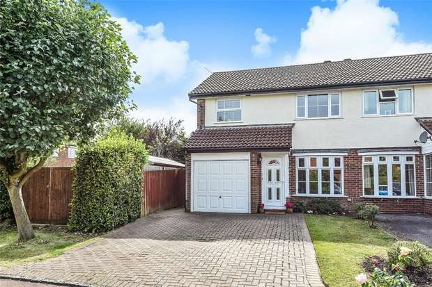 3 Bedrooms Semi Detached House for sale in Durham Close, Wokingham, Berkshire