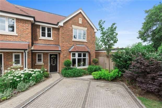 4 Bedrooms Semi Detached House for sale in Fox Grove, WALTON-ON-THAMES, Surrey