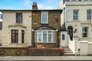 2 Bedrooms Terraced House for sale in Dover Road, Northfleet, Gravesend, Kent