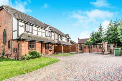 4 Bedrooms Detached House for sale in Noak Hill, Romford, Essex