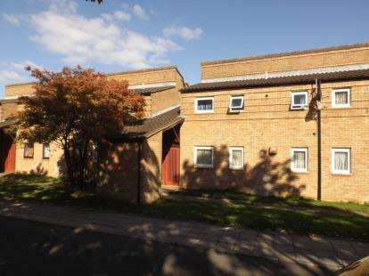 2 Bedrooms Flat for sale in Bossiney Place, Fishermead, Milton Keynes, Buckinghamshire
