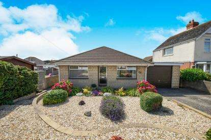 3 Bedrooms Bungalow for sale in Lynch Lane, Weymouth