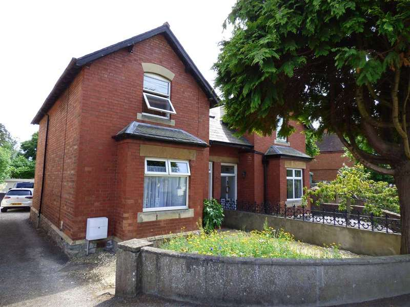 3 Bedrooms Semi Detached House for sale in Gloucester Road, Tutshill, Chepstow