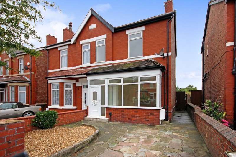 3 Bedrooms Semi Detached House for sale in Warren Road, Southport