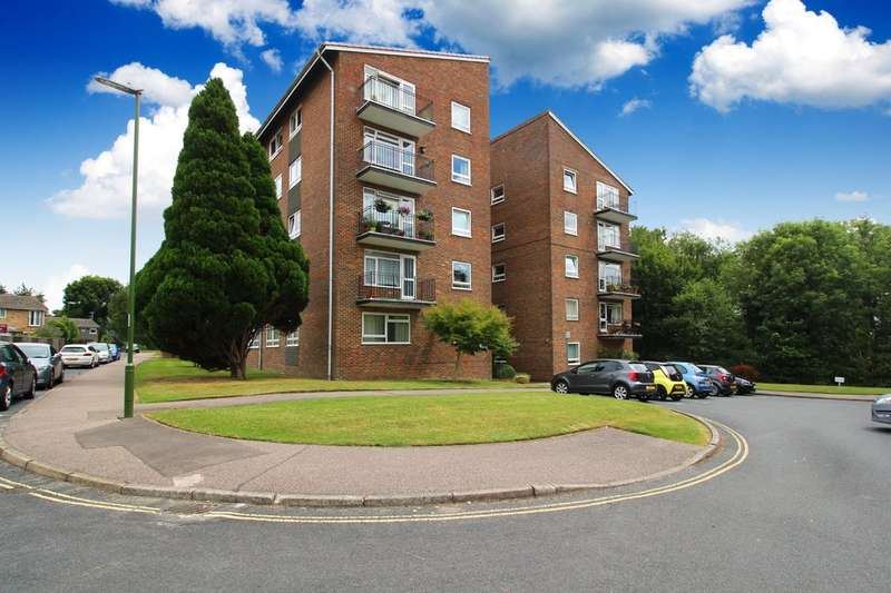 2 Bedrooms Flat for sale in Ayshe Court Drive, Horsham