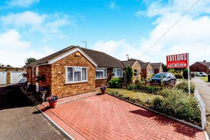 2 Bedrooms Bungalow for sale in Vicarage Hill, Flitwick, Bedford, Bedfordshire