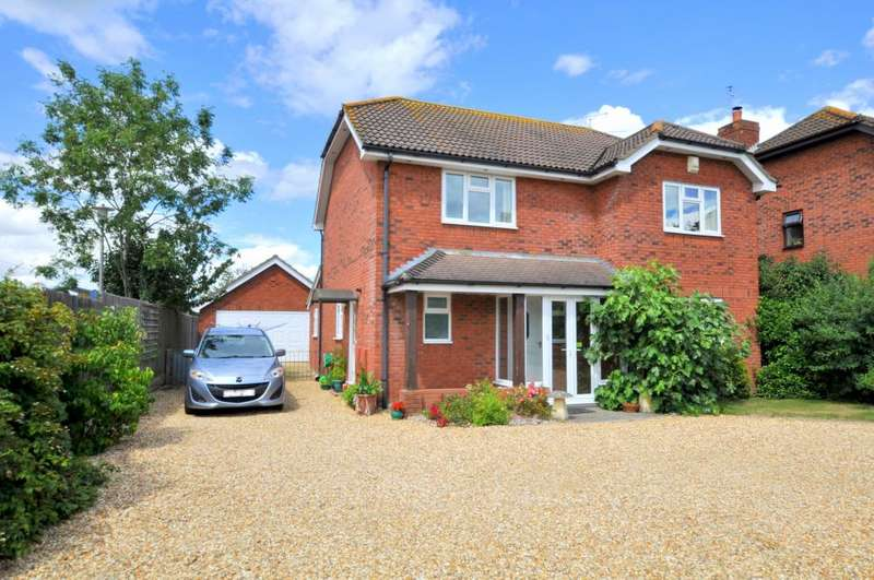4 Bedrooms Detached House for sale in North Poulner Road, Ringwood, BH24 3LA