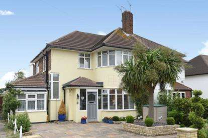 4 Bedrooms Semi Detached House for sale in Edgebury, Chislehurst