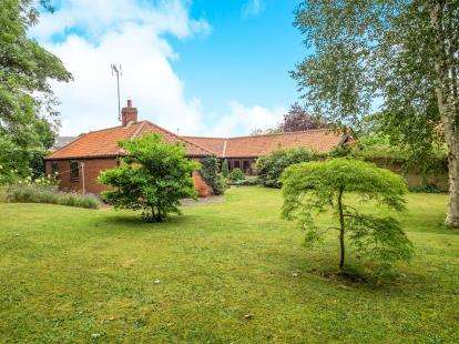 4 Bedrooms Bungalow for sale in The Bramleys, Redhill Road, Arnold