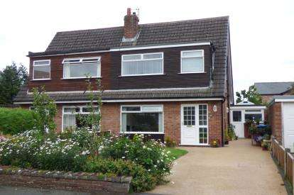 3 Bedrooms Semi Detached House for sale in Green View, Lymm, Cheshire