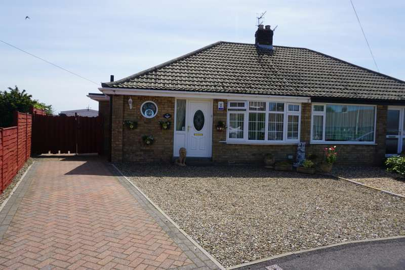 2 Bedrooms Semi Detached Bungalow for sale in Green Park Avenue, Cayton, YO11 3RY