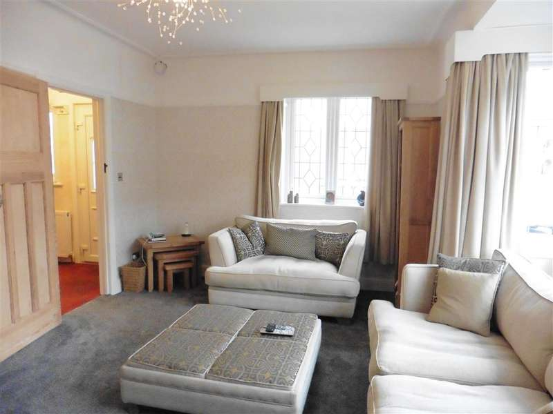 3 Bedrooms Semi Detached House for sale in Hillview Avenue, Hornchurch, Essex