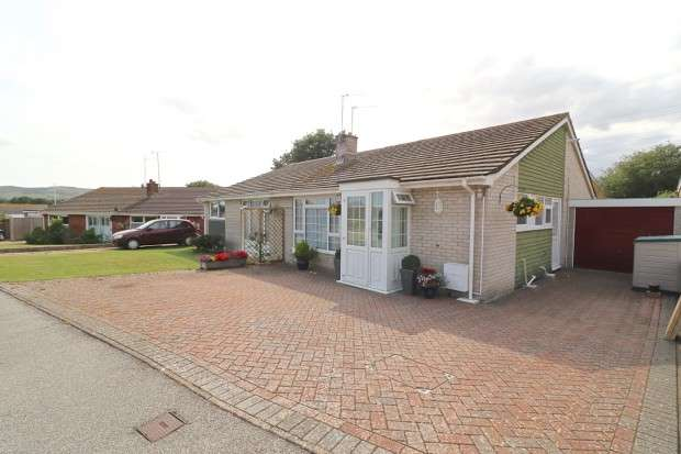 2 Bedrooms Bungalow for sale in Dymchurch Close, Polegate, BN26