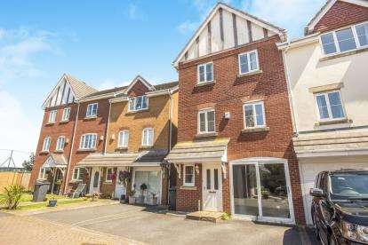 4 Bedrooms End Of Terrace House for sale in Chestnut Gardens, Thornton-Cleveleys, Lancashire, United Kingdom, FY5